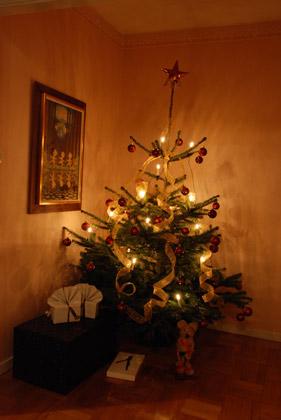 Gran med den mystiska julklappen under